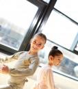 marie-bukser-rose-bluse-to-piger-balletkompagniet-bødtcher-design