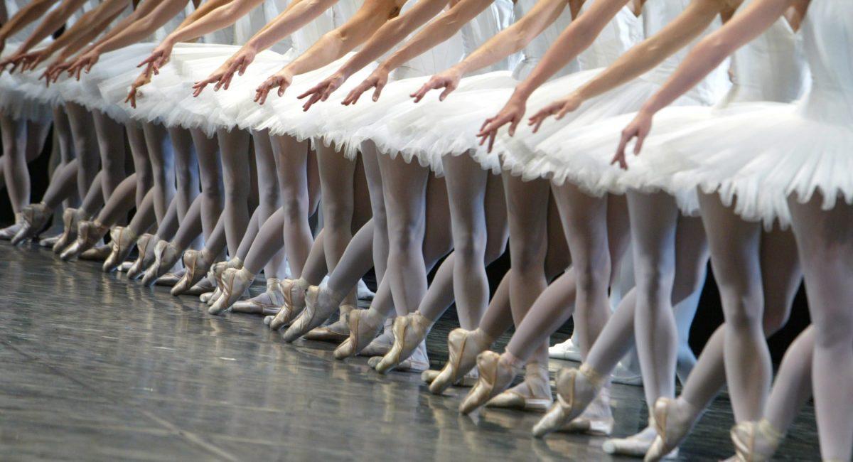 ©Victor Tonelli/MAXPPP Paris, France, le 21/09/2004 Rentree du Ballet de l'Opera de Paris, defile des Etoiles, les Permiers danseurs, le Corps de ballet et les eleves de l'Ecole de danse. Musique Hector Berlioz Marche, extrait de l'opera Les Troyens